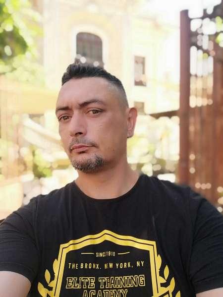Homme 45 ans sérieux